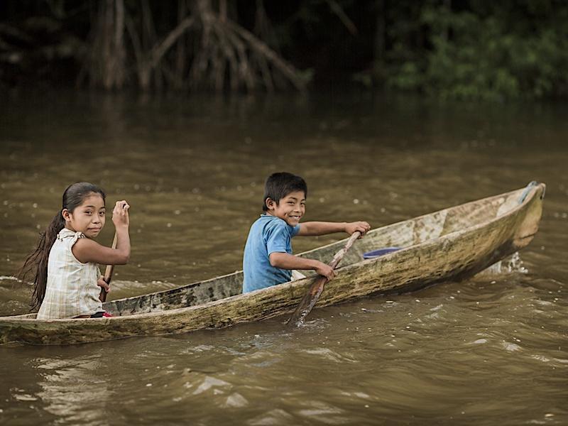 Children on rio sarstun